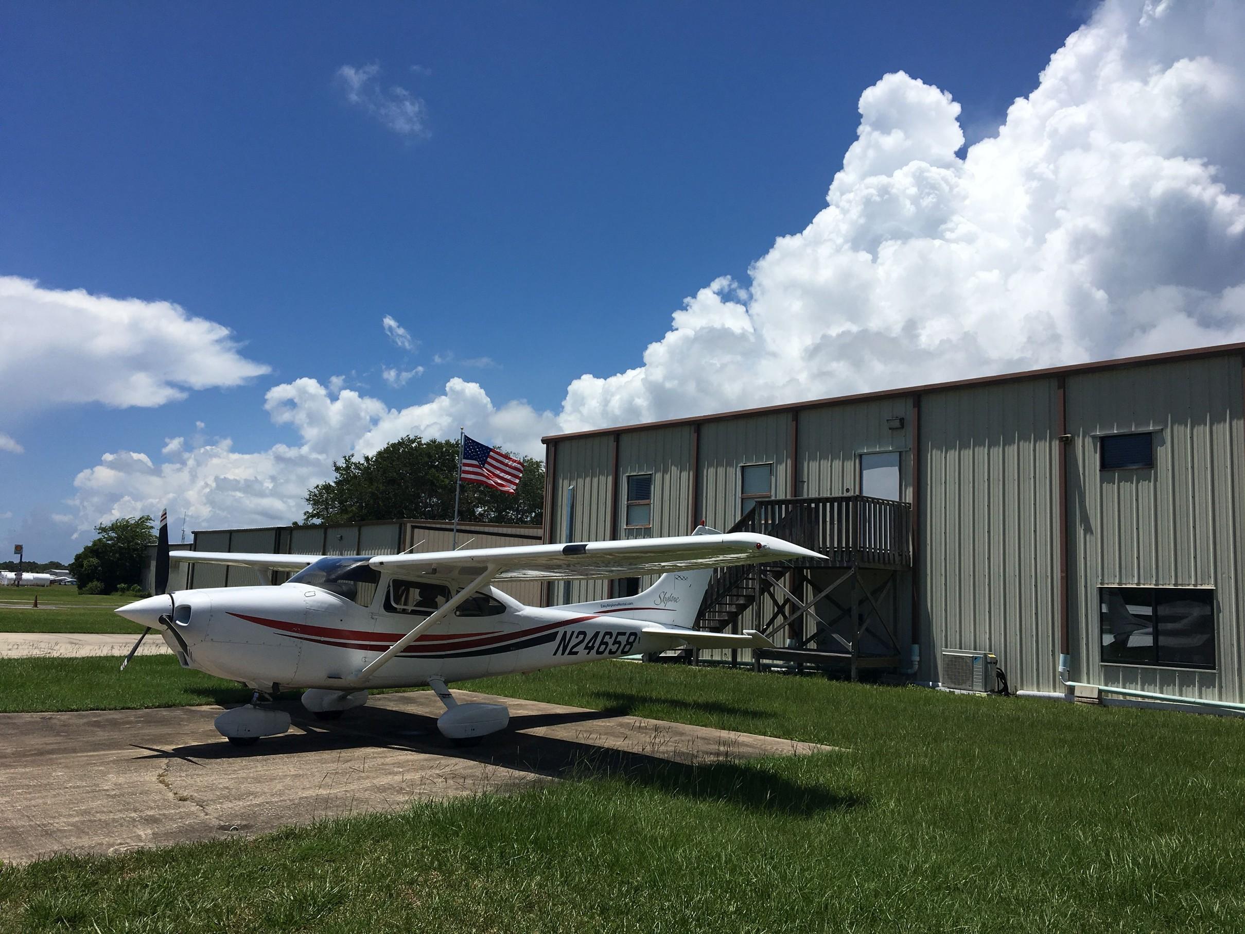 Naše Cessna na letišti Massey Ranch X50.