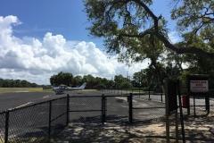 Okolí Cedar Key, kde se nachází letiště Lewis (KCDK). Toto místo v Mexickém zálivu působí velmi exoticky.