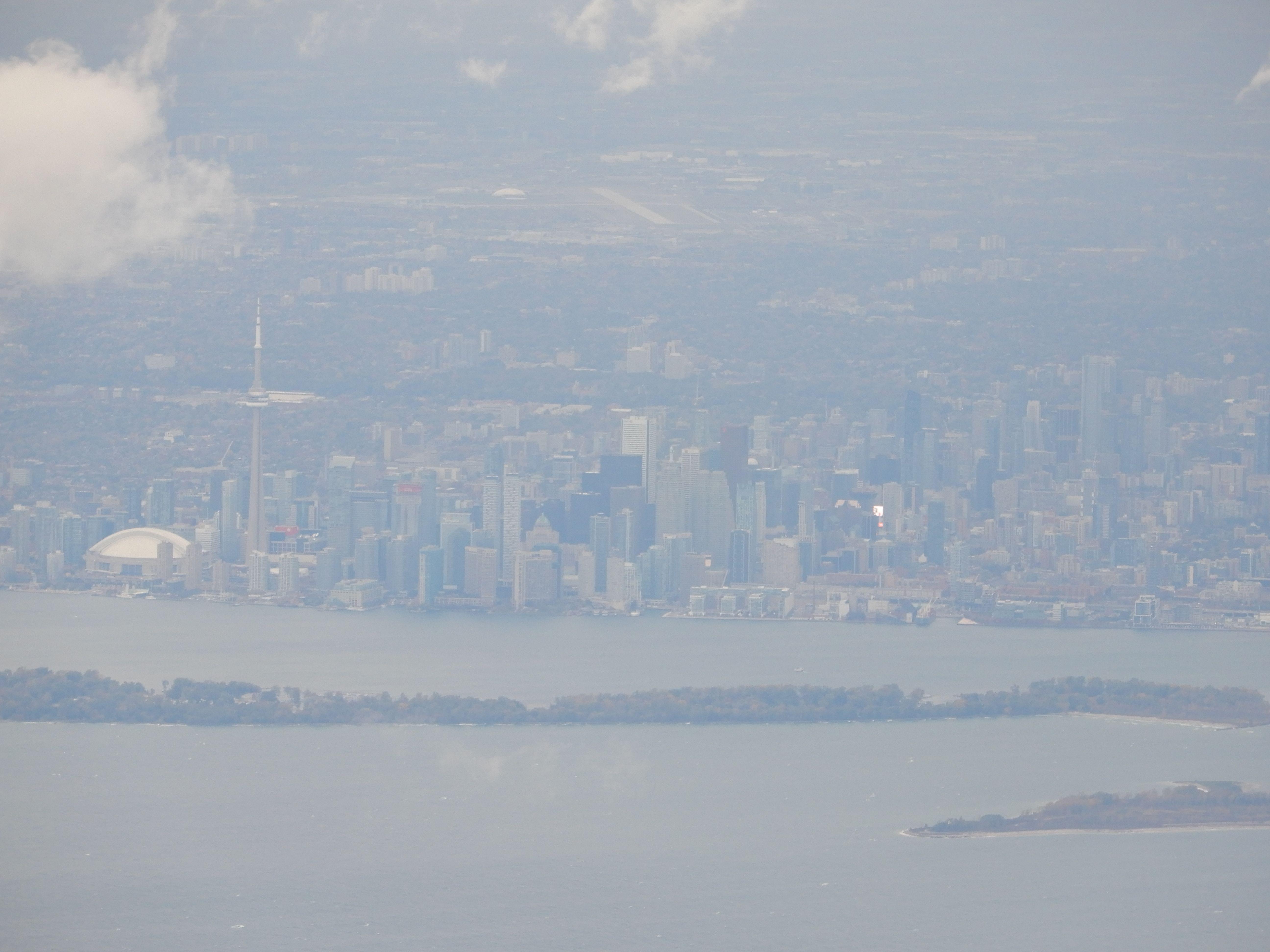 Toronto, v pozadí letiště Lester B. Pearson.