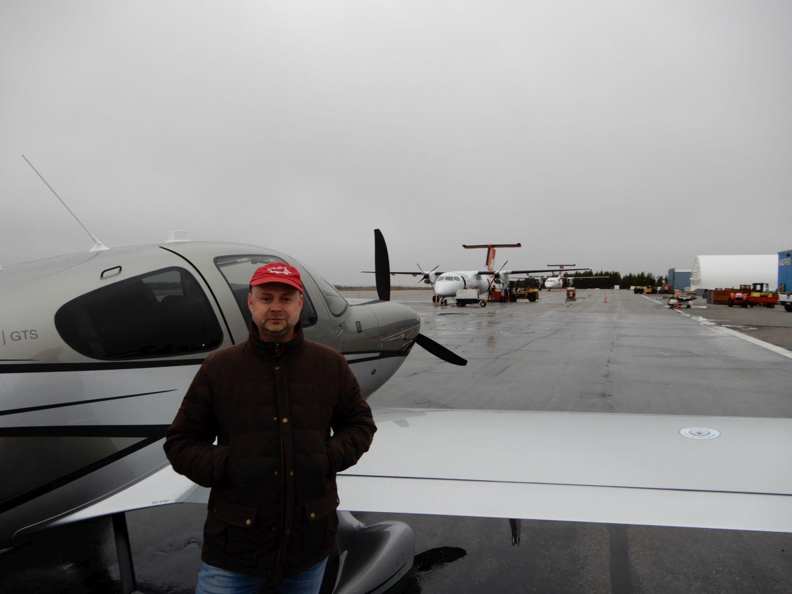 Tankování na letišti La Grande Riviere (CYGL), Quebec, Kanada