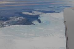 Grónsko má největší ledovec na severní polokouli. Sahá do výšky přes 2100 metrů a říká se mu ledová čepice, Ice cap.