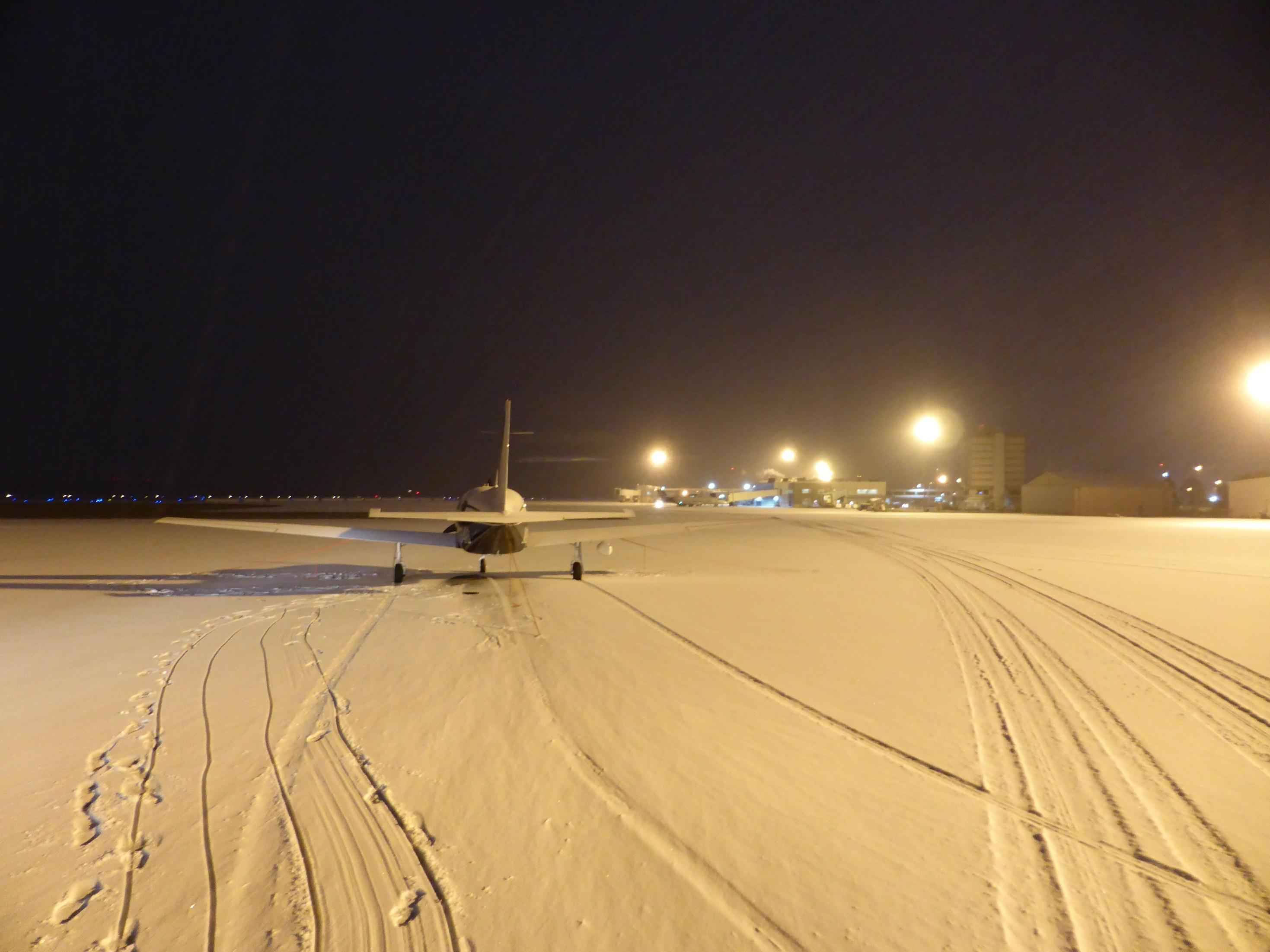 Noční přílet na letiště Bangor (KBGR), stát Maine