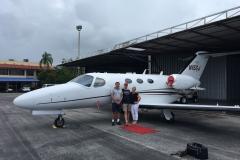 Při obhlídce letadla na letišti Stuart, Witham Field (KSUA), Florida