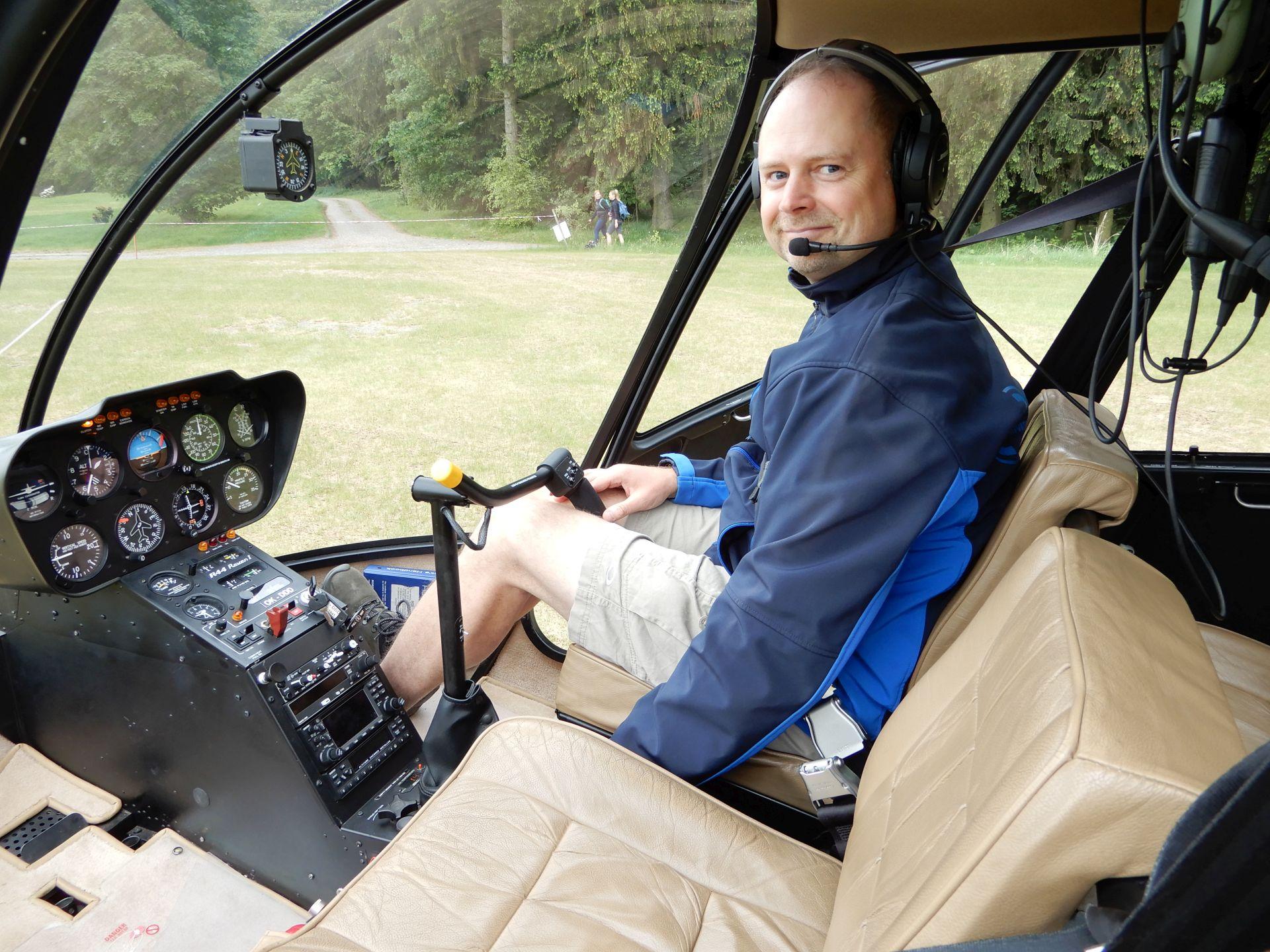 Ve vrtulníku R-44 na Dymníku u Rumburka
