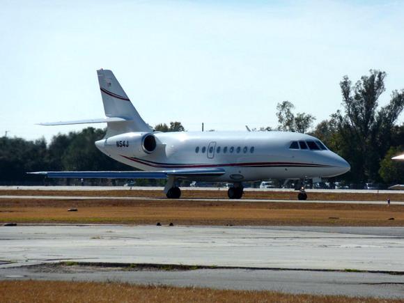 Falcon krátce po přistání na letišti Kissimmee (KISM)