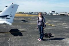 Nadšená cestující po přistání v Pompano Beach (KPMP)