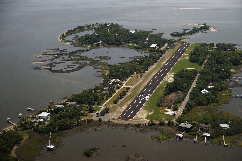 Den 1: Letiště Lewis (CDK), Cedar Key, Florida
