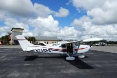 Naše expediční Cessna 182 na letišti ve Winter Haven (KGIF)