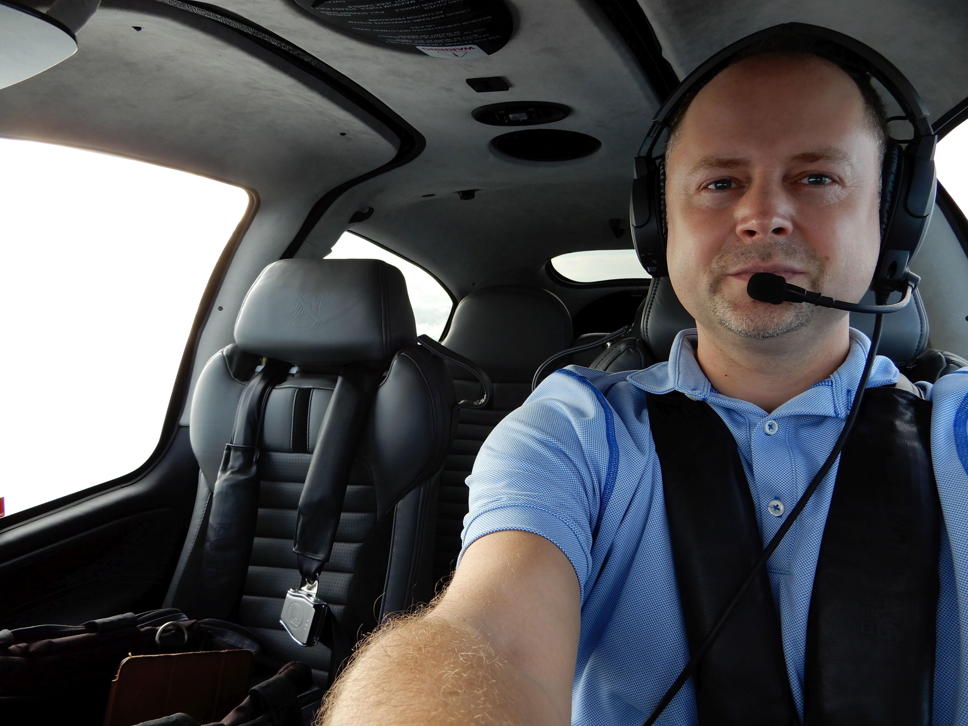 Můj 3h dlouhý let z Orlanda do Knoxville, Tennessee, kam jsem vracel zapůjčené letadlo, Cirrus SR-22, 6. Generace