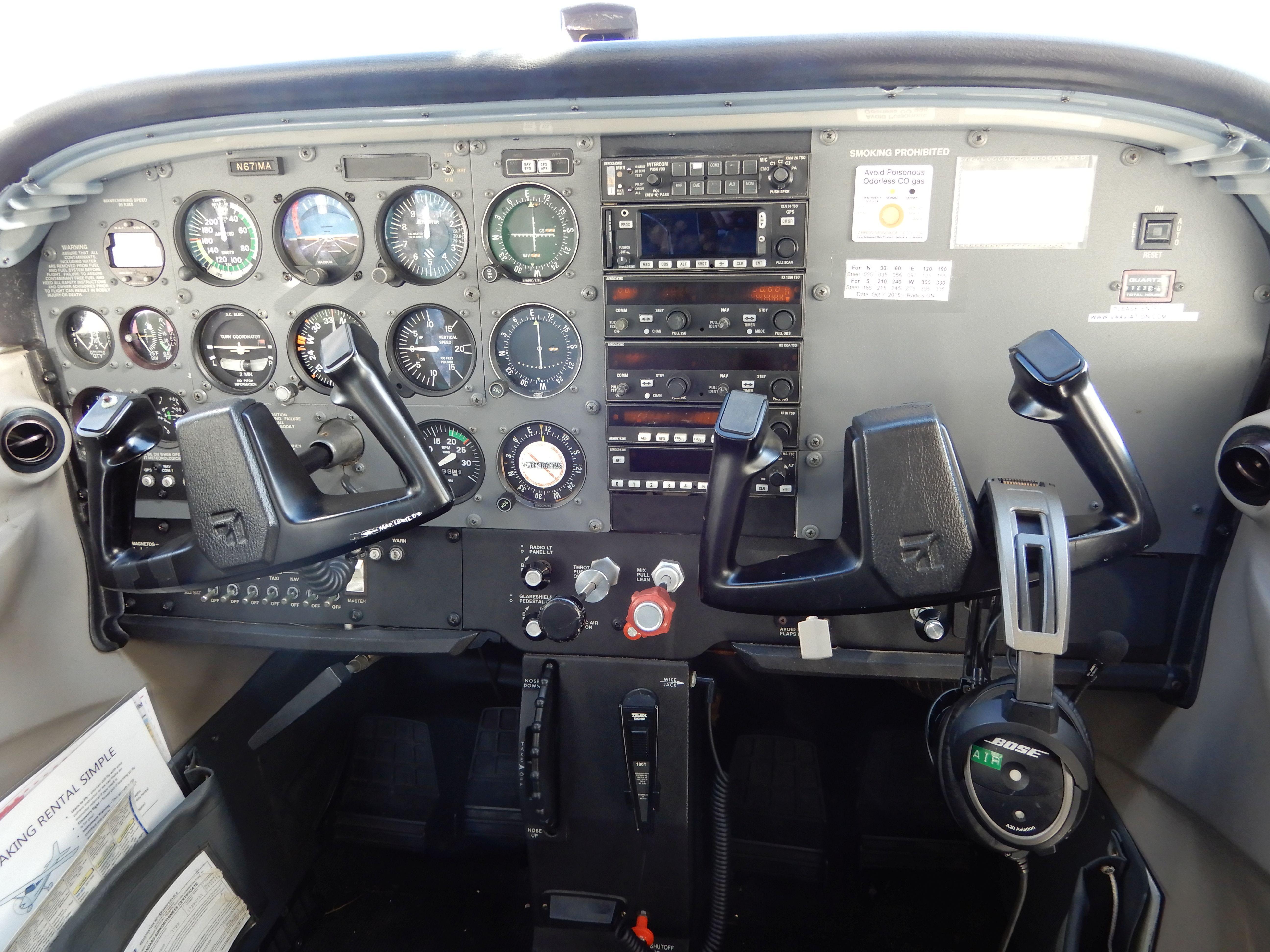 Palubní deska naší Cessny C-172R